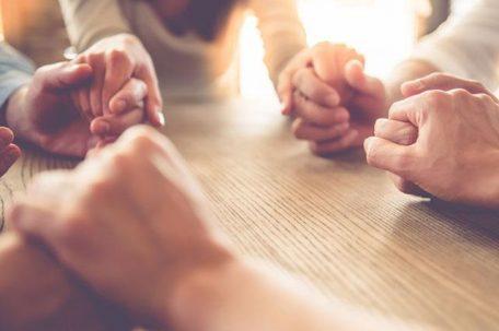 group-pray-people_SI